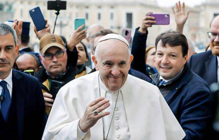 [Papa Francisco defende união civil entre homossexuais pela primeira vez]