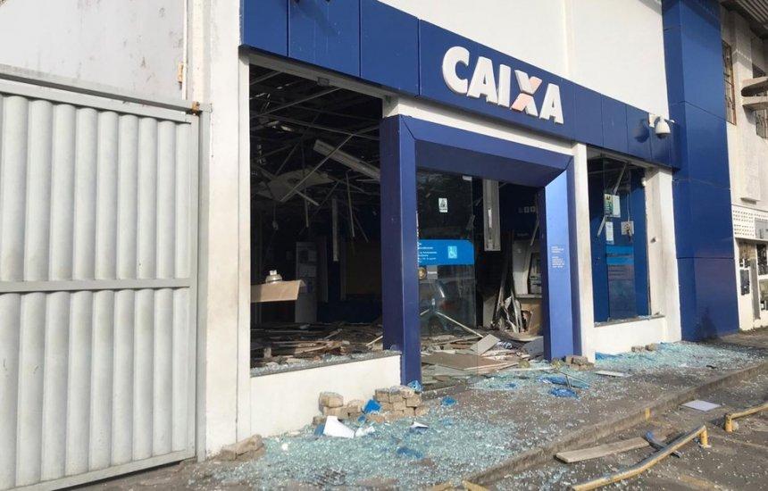 [Explosão a banco derruba teto de agência e deixa caixas destruídos; 3º ataque em 20 dias em Salvador]