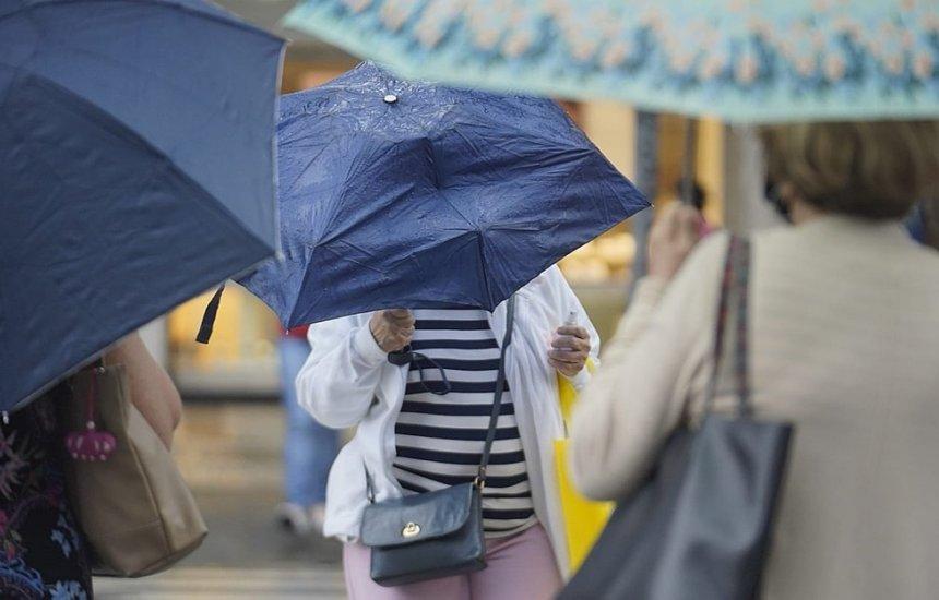 [Instituto de meteorologia alerta para perigo de chuvas intensas e ventos de até 100 km/h na Bahia]