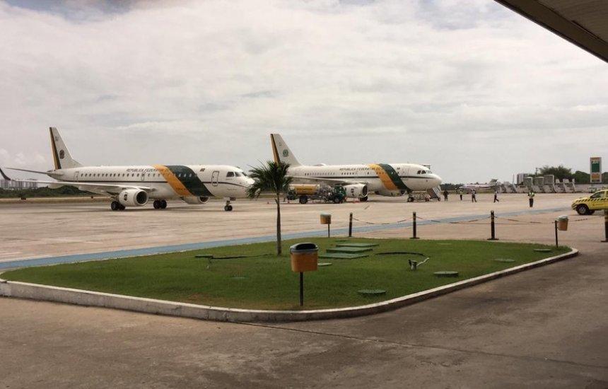 [Mau tempo faz voo de Bolsonaro ser desviado da Bahia para Sergipe]