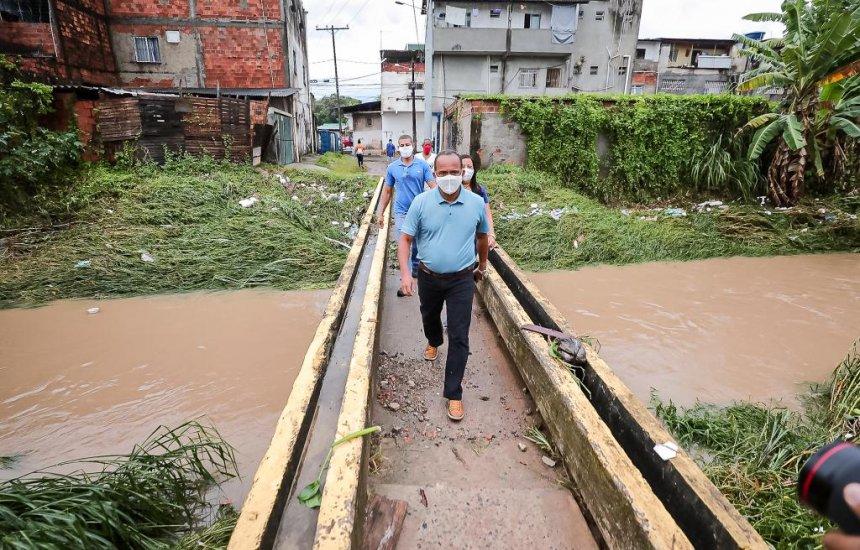 [Camaçari registra 18 ocorrências devido às chuvas; Prefeito Elinaldo visita locais afetados]