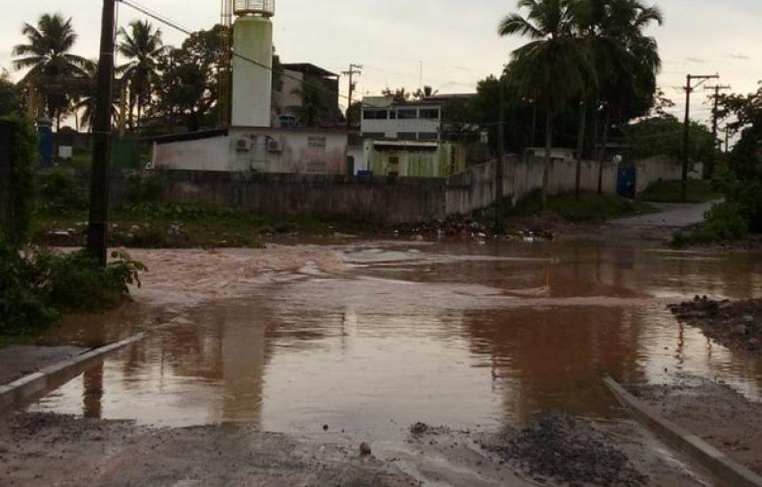 [Chuva invade casas e causa prejuízos a moradores de Camaçari]