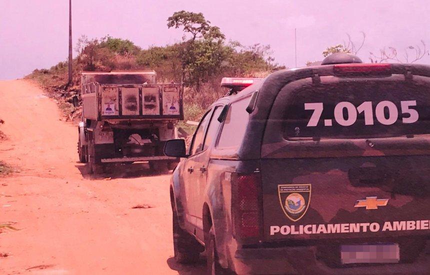 [Cinco pessoas são flagradas pela polícia removendo areia de espaço ambiental de Jauá]