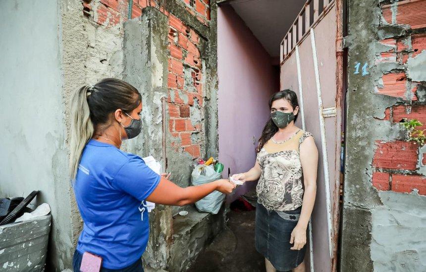 [Moradores de Camaçari prejudicados pela chuva recebem materiais e Vale Cesta Básica]