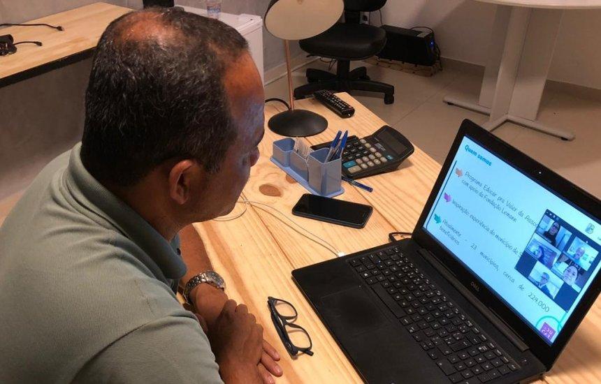 Prefeito Elinaldo Araújo participa de reunião e garante prosseguimento do programa Educar pra Valer