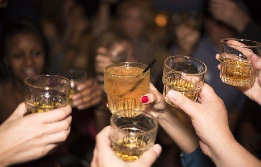 """[Juiz cita """"efeito do álcool contra o vírus"""" ao liberar bebida em bar]"""