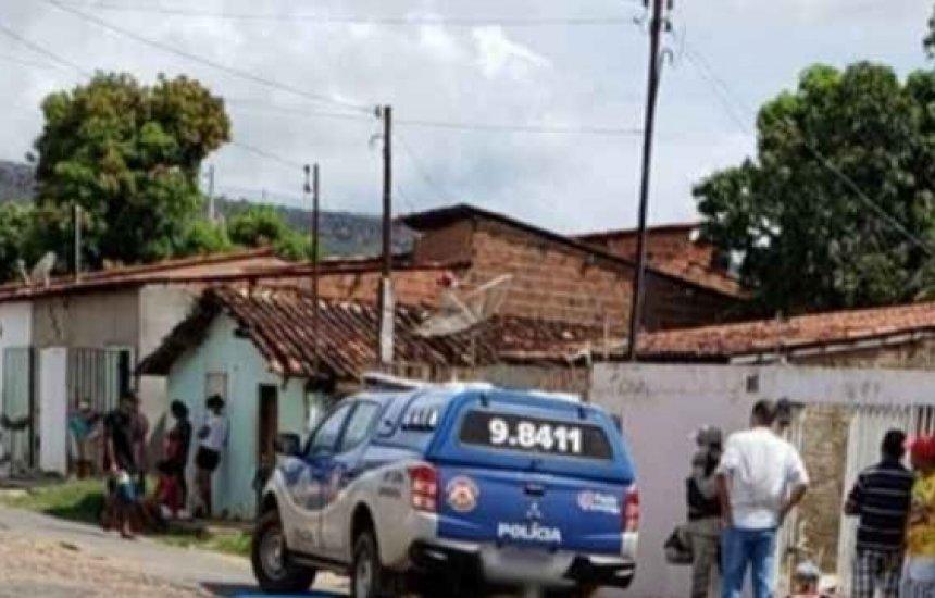 [Mãe é suspeita de matar filha de um ano e 11 meses a facadas na Bahia]