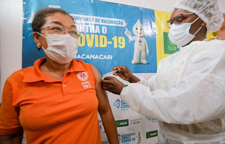 [Covid-19: Grupo prioritário da 1ª fase começa a ser imunizado em Camaçari]