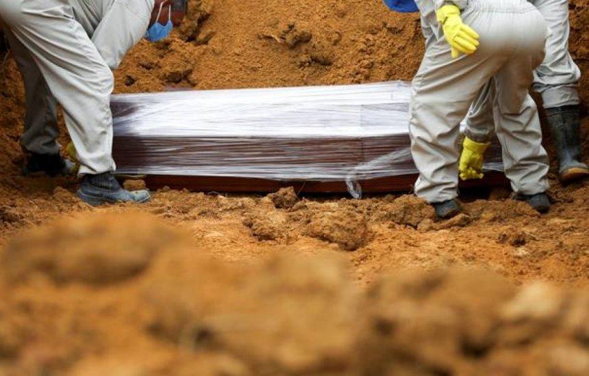 [Brasil tem 211.646 mortes decorrentes do Covid-19, diz consórcio de imprensa]
