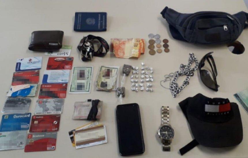 Dupla é presa com drogas e diversos cartões de crédito na Santa Maria