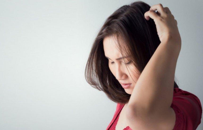 [Dor no couro cabeludo: possíveis causas e sintomas associados]