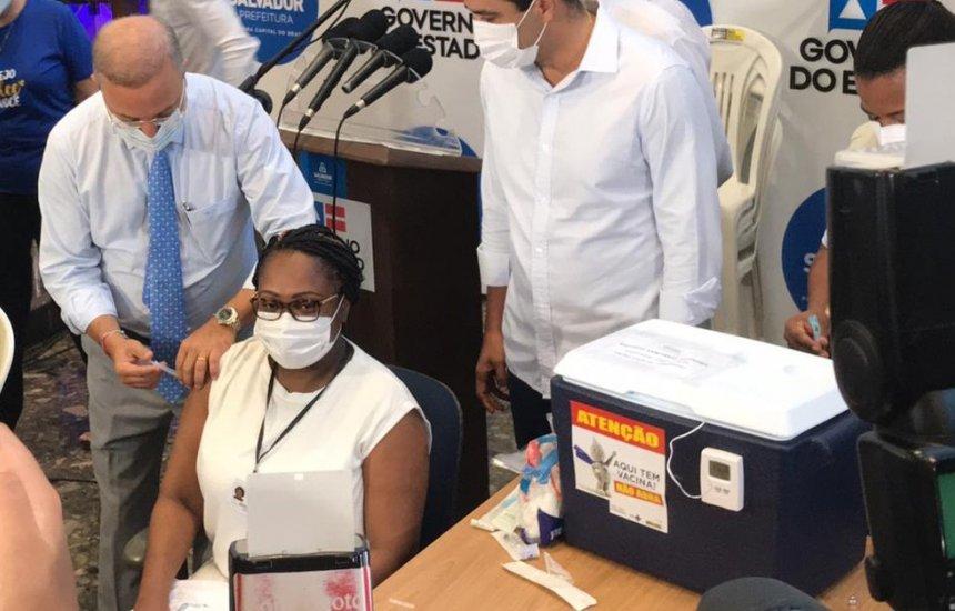 Primeira vacinada da BA, enfermeira que teve Covid-19 após imunização tem alta e volta a trabalhar