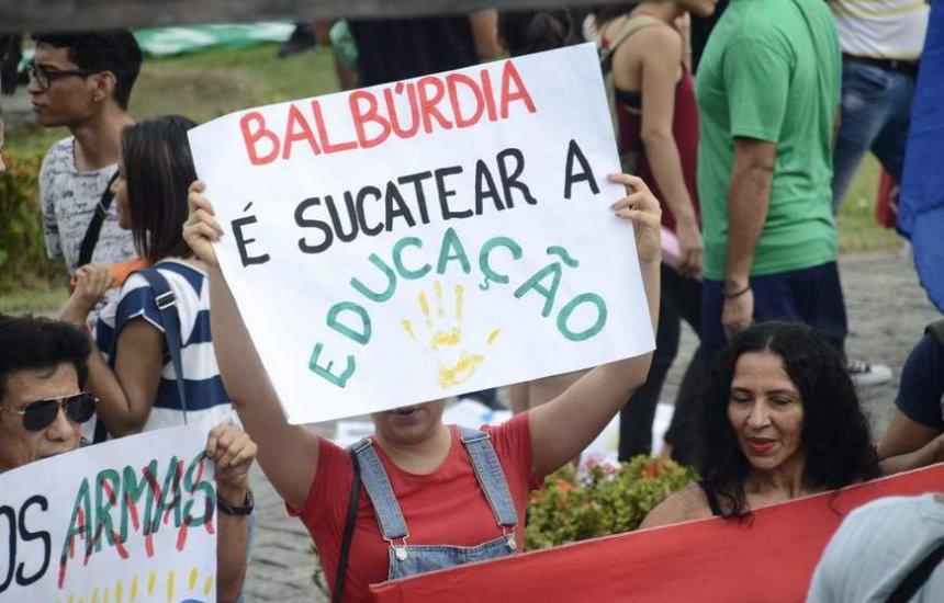 [MEC volta atrás e cancela ofício que proibia manifestações políticas em universidades]