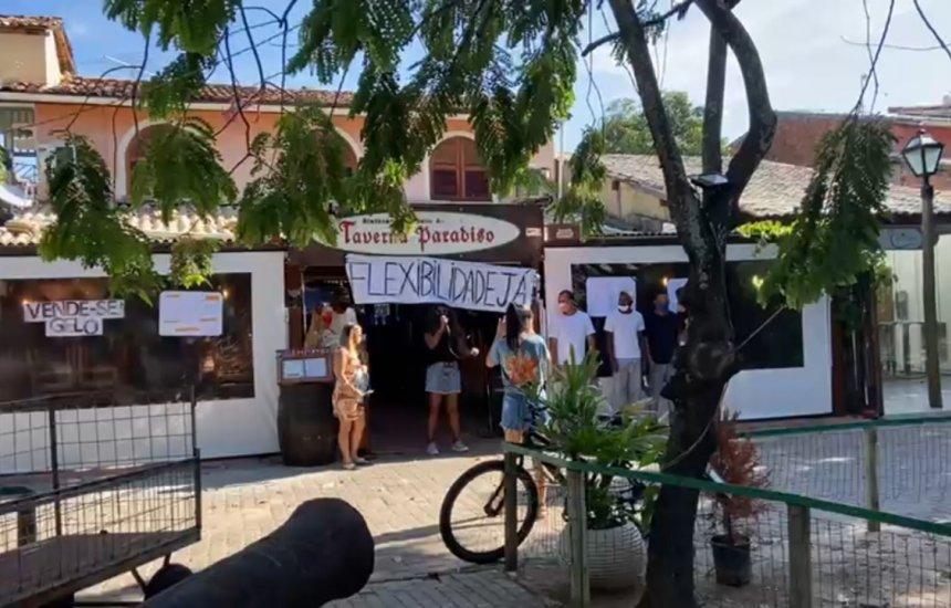 Comerciantes fazem 'panelaço' contra fechamento do comércio