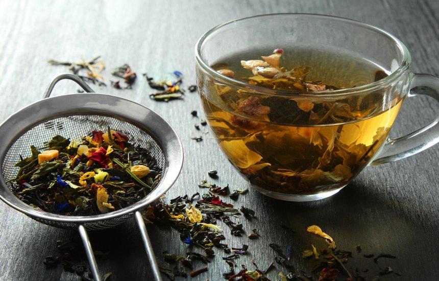 [Nutricionista ensina a fazer chá que acaba com barriga estufada e regula intestino]