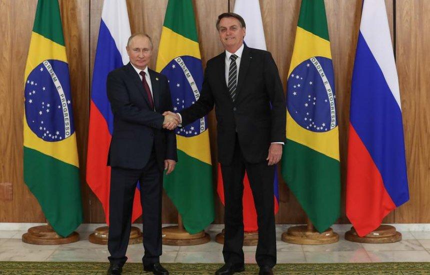 [Presidente Bolsonaro pretende ligar para Putin para falar sobre Sputnik V]