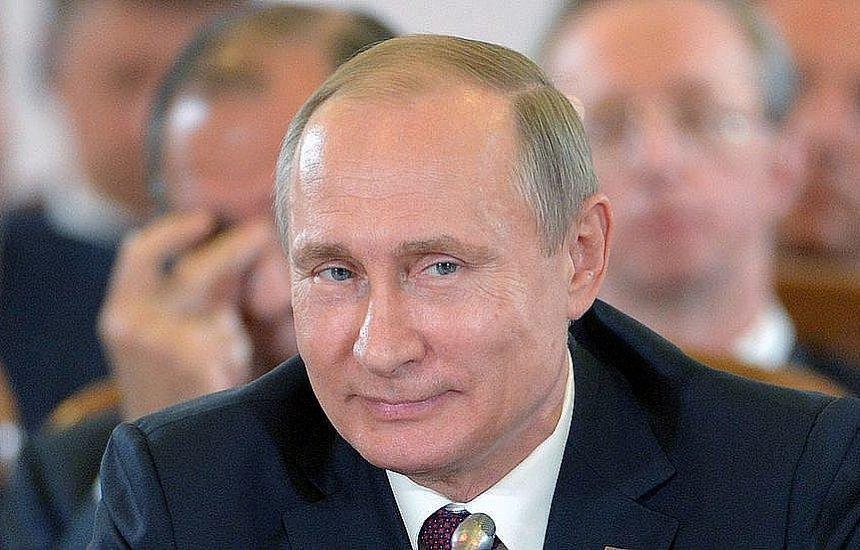 [Vladimir Putin assina lei que pode mantê-lo no poder até 2036]