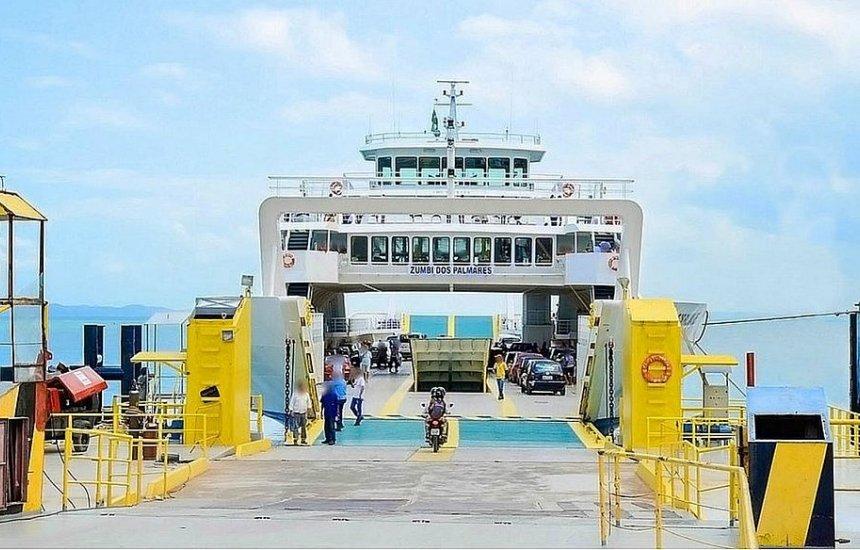 [Ferry-boats têm funcionamento interrompido no sábado e domingo]