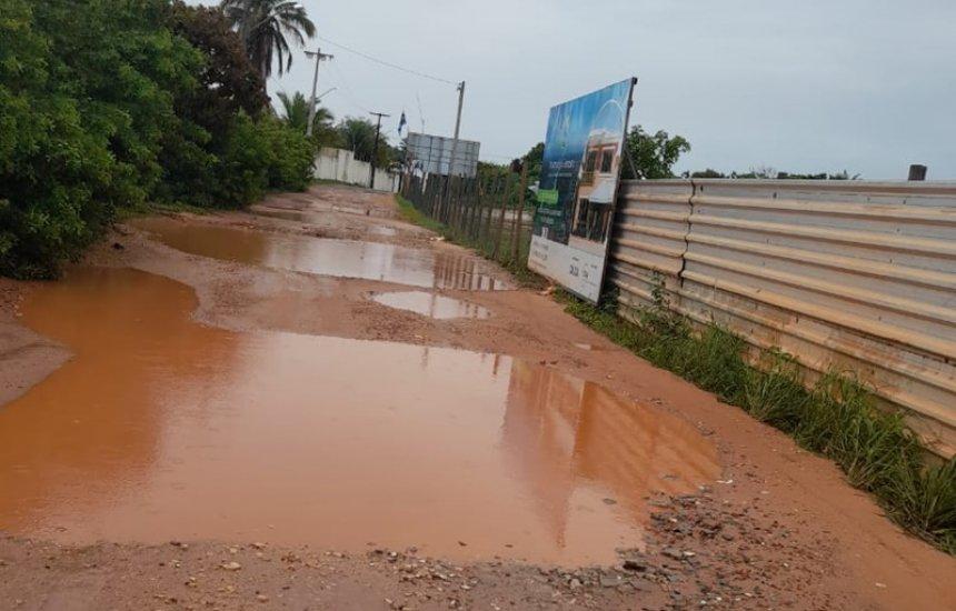 [Em vídeo, morador mostra crateras em acesso à condomínios de Barra de Jacuípe]