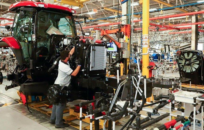 [Novo tombo: produção industrial no Brasil recua 2,4% em março]