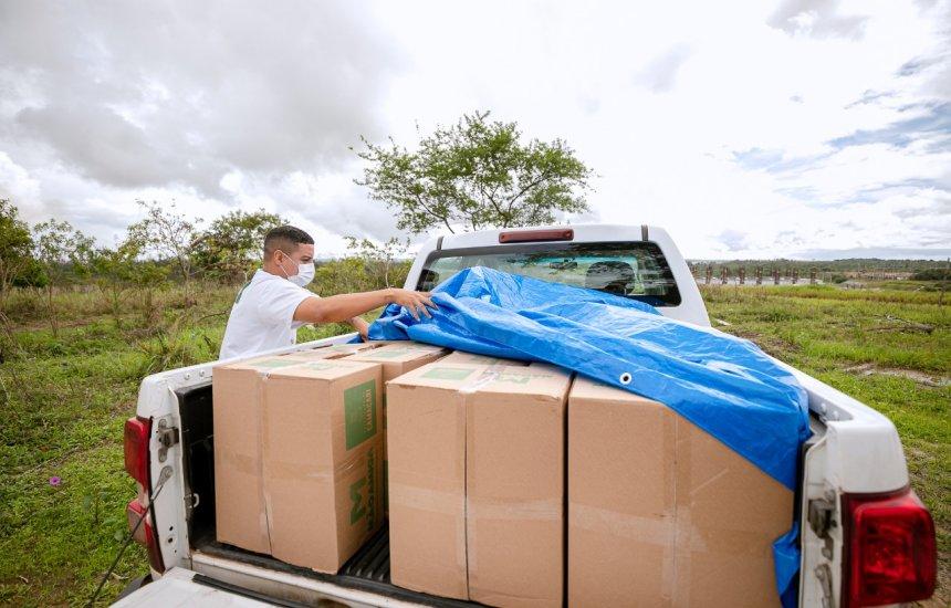 [Famílias carentes do Nova Vitória e do Centro recebem cestas básicas]