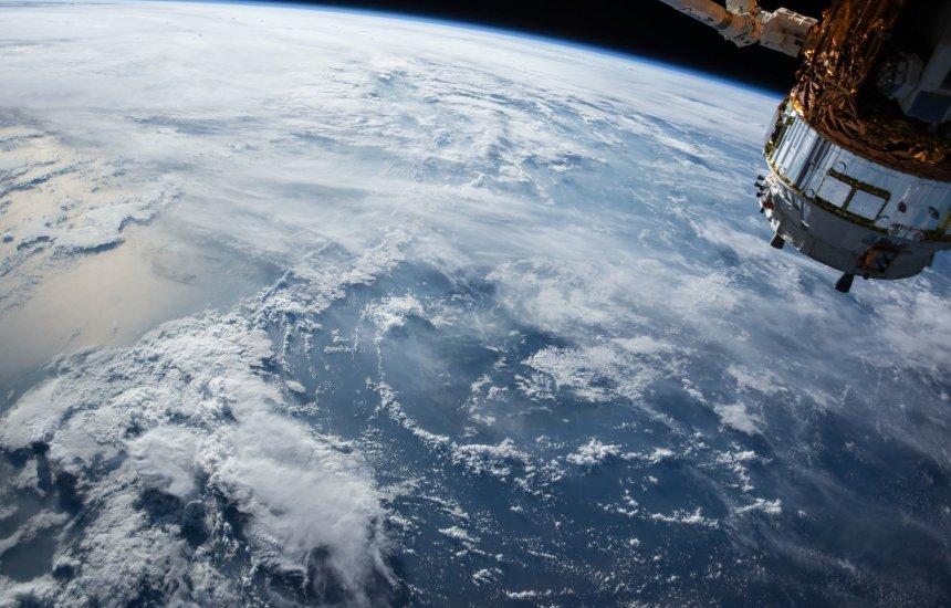 [Governo cria programa para fabricação de satélites brasileiros]