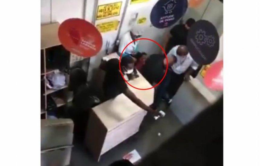 [Caso Atakarejo: Vídeo mostra desespero de jovem antes de ser supostamente entregue a traficantes]