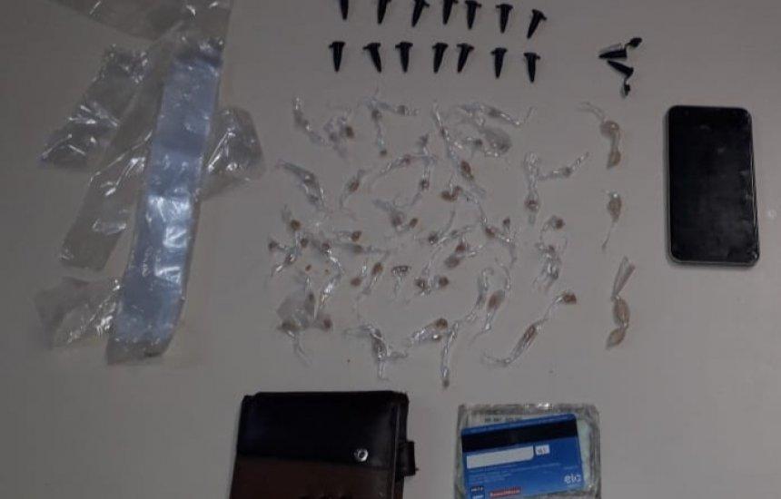 Dois homens são presos com crack e cocaína no Buri Satuba