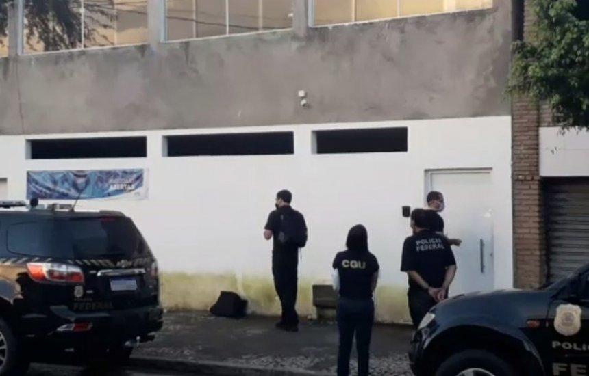 [Prefeito de Candeias é preso após PF encontrar armas em sua residência durante operação]