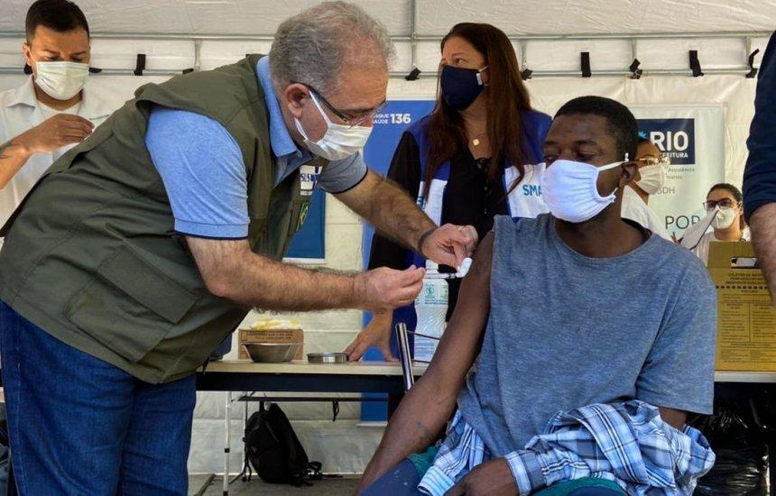 Covid-19: Brasil aplica mais de 2,56 milhões de doses de vacina em 24 horas