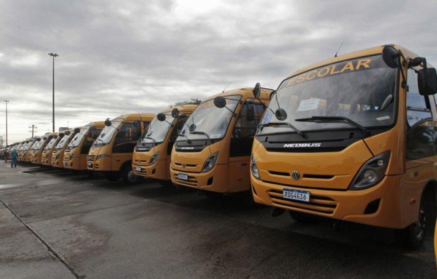[Governador Rui Costa entrega ônibus escolares para 43 municípios da Bahia]
