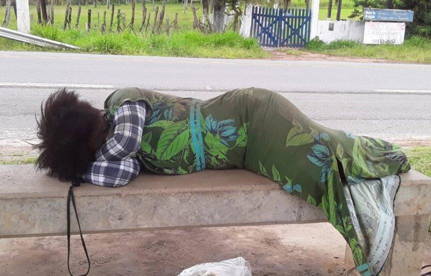 [Mulher é encontrada desorientada em ponto de ônibus na Cascalheira]