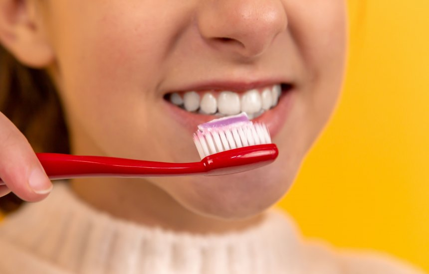 [Como anda a saúde da sua boca? Saiba como manter a higiene bucal em dia]
