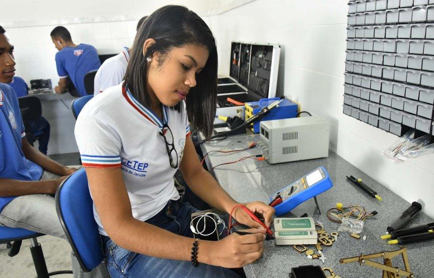 [Secretaria de Educação da Bahia realiza sorteio eletrônico para 6.510 vagas de cursos técnicos de nível médio]
