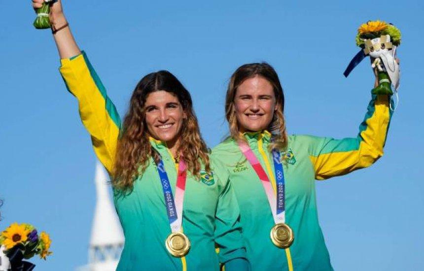 Brasileiras Martine e Kahena conquistam medalha de ouro na vela e são bicampeãs