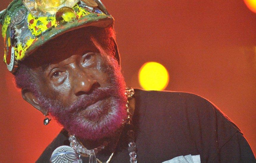 [Lee 'Scratch' Perry, produtor pioneiro de reggae e dub, morre aos 85 na Jamaica]