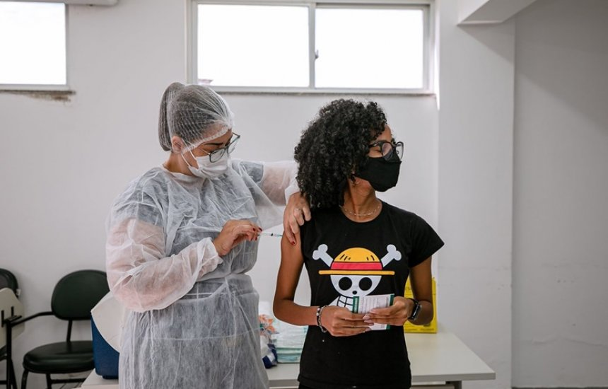[Covid-19: vacinação continua em Camaçari e avança para população geral de 16 anos nesta quinta]