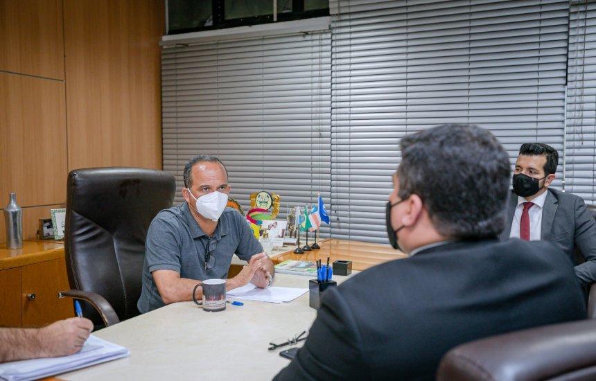 [Segurança pública de Camaçari é tema de debate entre prefeito e diretor da Draco]