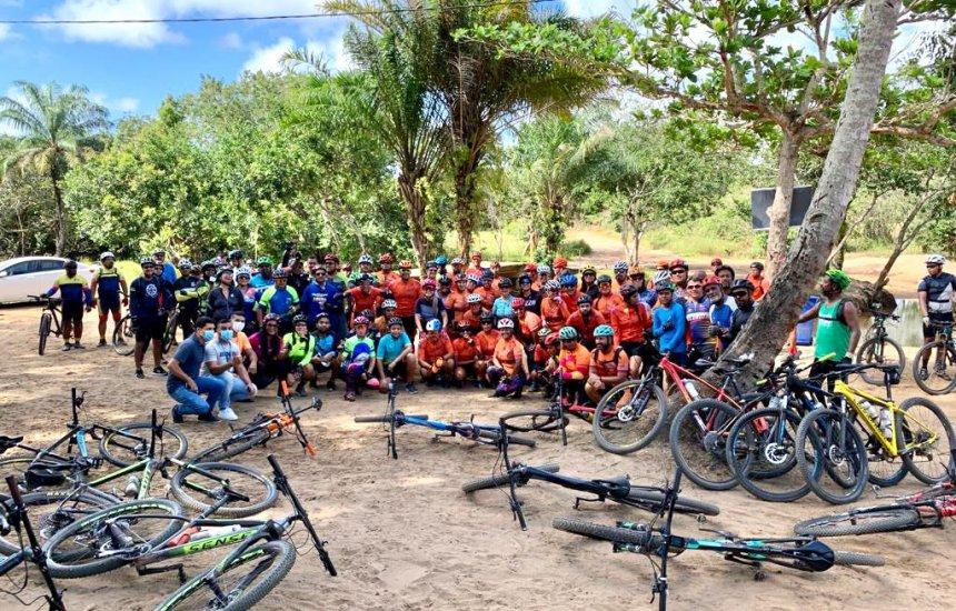 [Trilhão Eco Bike reúne diversos ciclistas e personalidades na costa de Camaçari]