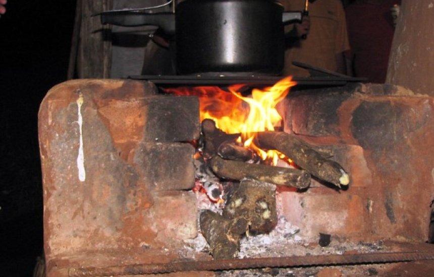 [Uso de lenha ultrapassa uso do gás de cozinha nas casas brasileiras]