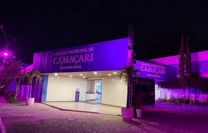 [Em alusão à campanha Outubro Rosa, Câmara de Camaçari recebe iluminação especial]