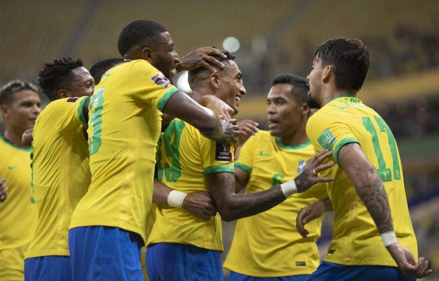 [Brasil vence o Uruguai, dá show no reencontro com o torcedor e encaminha classificação]